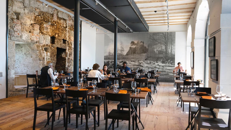 Restaurant mit Personen