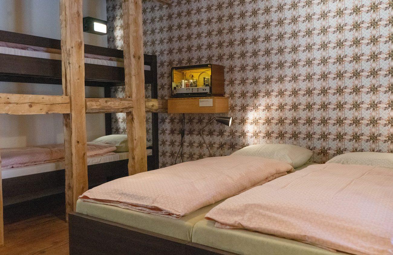 Zimmer mit Doppel- und Stockbett